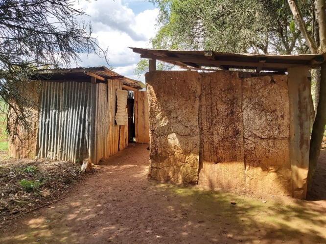 sanitaere anlagen Bukangara Primary School vor renovierung